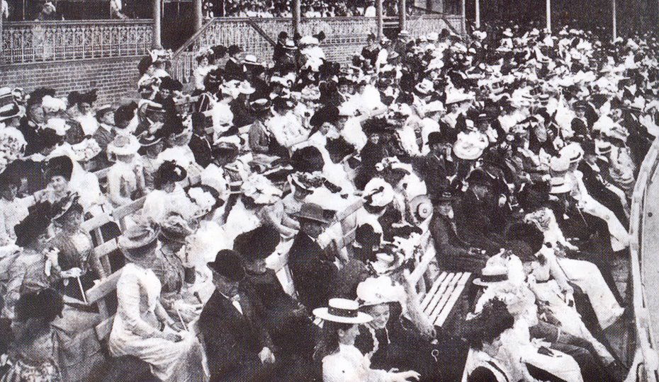Mixed gathering in front of the Ladies' Pavilion 1901-02