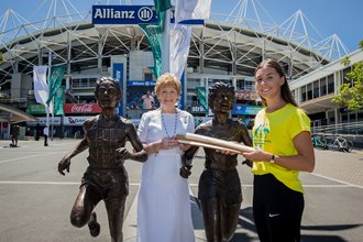 Golden girls welcome Queens Baton to SCG